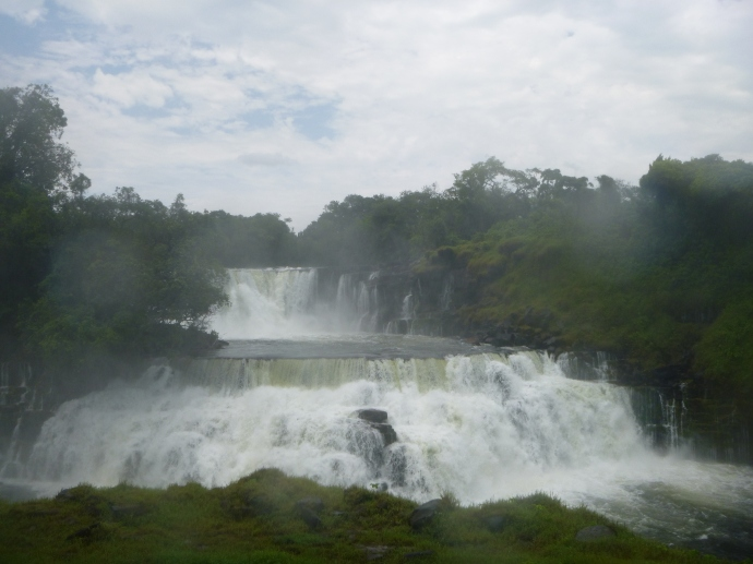 The right side of Kabweluma Falls, which we agreed were actually the most beautiful of the trip. You could just stare at them for hours ...